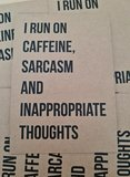 I run on caffeine, sarcasm and inappropriate thoughts Ansichtkaart Beezonder_