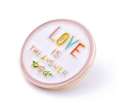 'Love is the answer' Pin Broche