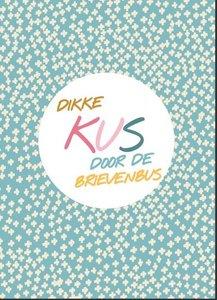 Dikke kus door de brievenbus Vrolijk - Ansichtkaart