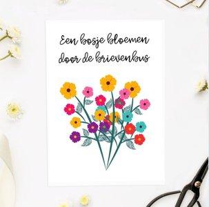 'Een bosje bloemen door de brievenbus' Flower Power - Ansichtkaart